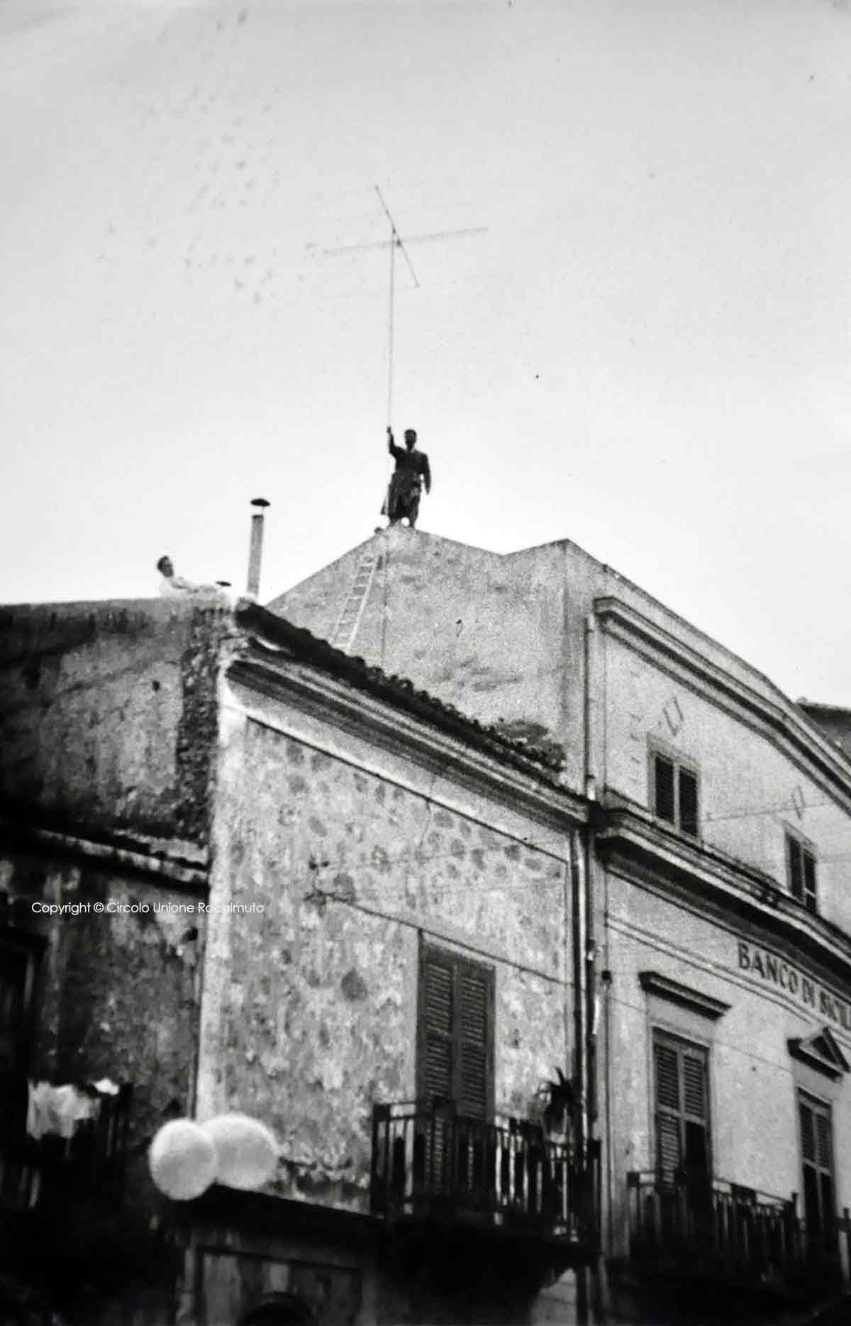 Collocamento antenna televisiva 1957