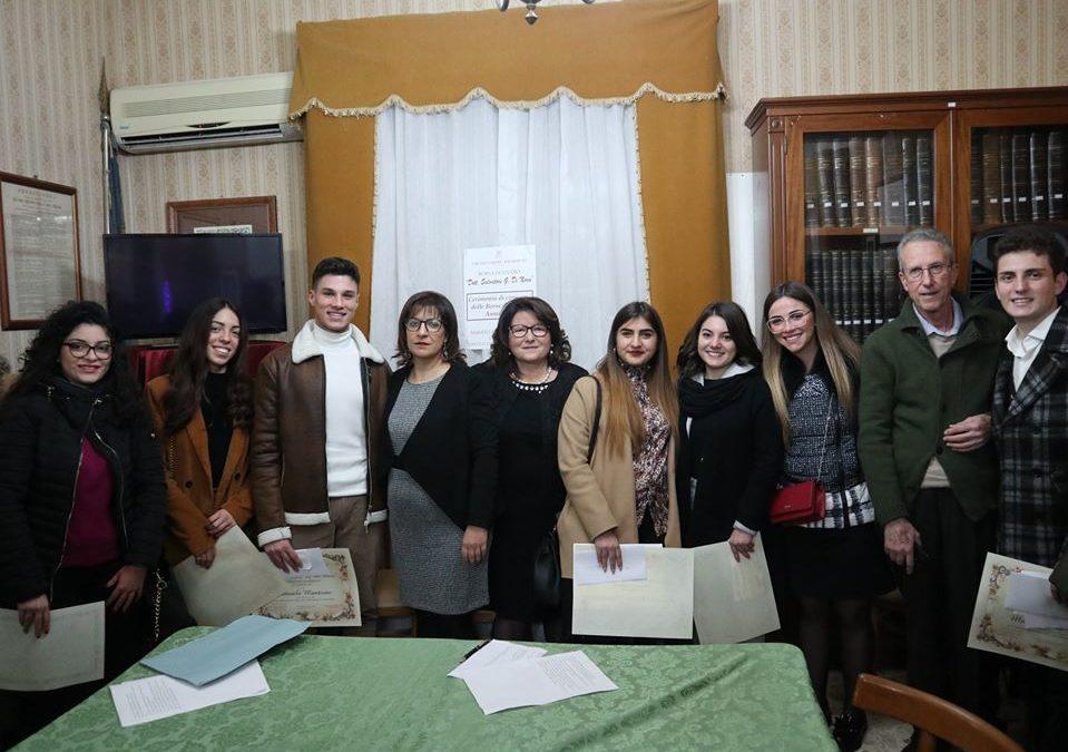 CONSEGNA BORSE DI STUDIO IN MEMORIA DEL DOTT. SALVATORE GIOVANNI DI NARO